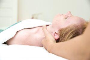 massage nakke rygliggende